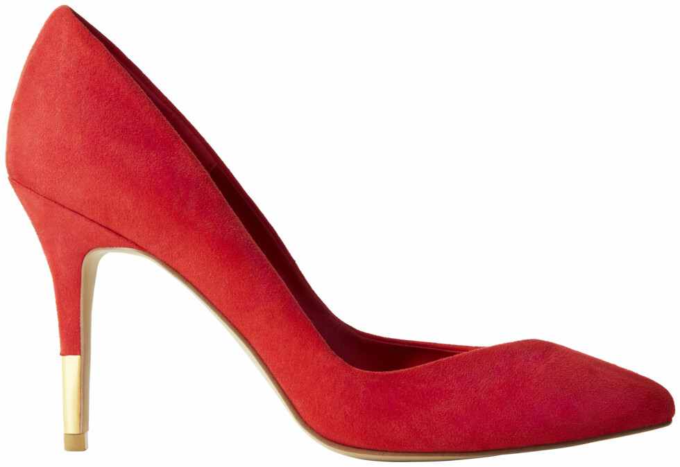 Røde med gulldetalj på hælen (kr 300, H&M). Foto: Produsenten