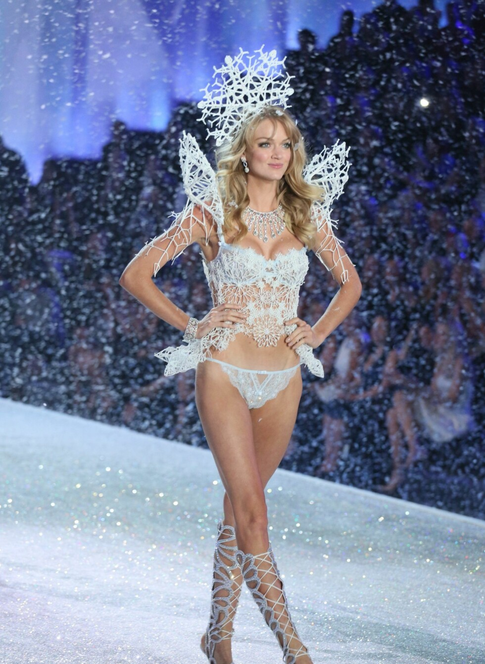 Victorias Secret Model on the catwalk *** Local Caption *** 10.3370092fp Foto: REX/Erik Pendzich/Rex/All Over P