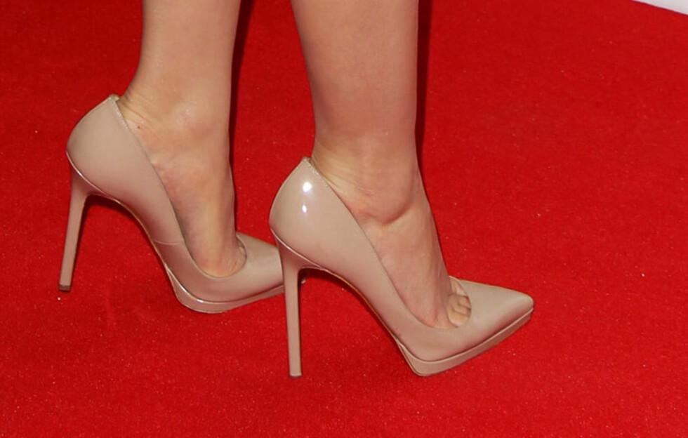 <strong>HAR SKOEN SPISS TUPP? SÅ BRA!:</strong> Visste du at tuppen på skoen har litt å si for lengden? Slik ser nemlig foten lenger ut, noe som gjør at du gjør det også. Disse nudefargede hottisene er det skuespiller Emma Watson som har på seg. Foto: All Over Press