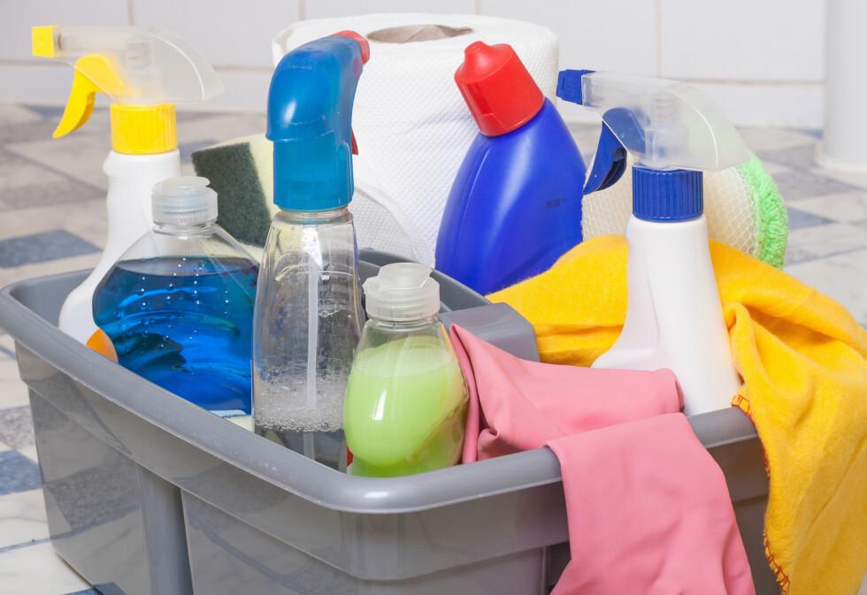 VELG RIKTIG: Ifølge ekspertene bør du alltid velge vaskemidler som er laget spesifikt for baderommet - disse inneholder ikke fettstoffer.  Foto: smudgerone - Fotolia