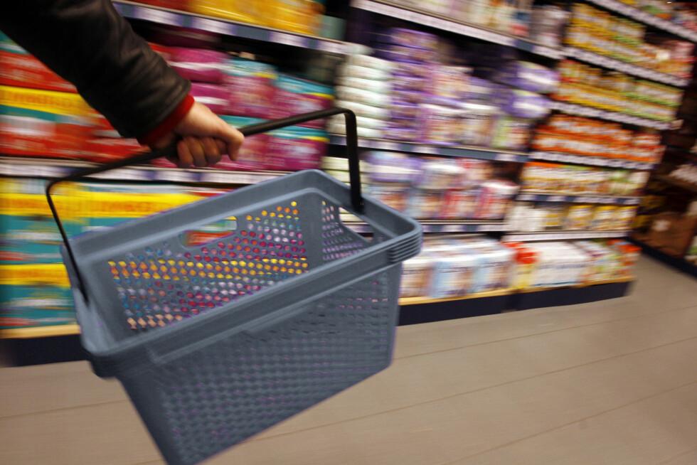 HANDLE ÉN GANG I UKA: Planlegg hva du skal spise denne uken, og gjør storinnkjøp én gang i uken. Handler du litt hver dag, går det fort mye penger, som du ikke helt har kontroll over.  Foto: Per Ervland