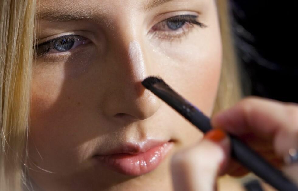 SMAL NESE: Mange er misfornøyde med nesen sin og synes den er for stor. Da er det kjekt å vite at det er kjempelett å sminke den mindre.  Foto: Per Ervland