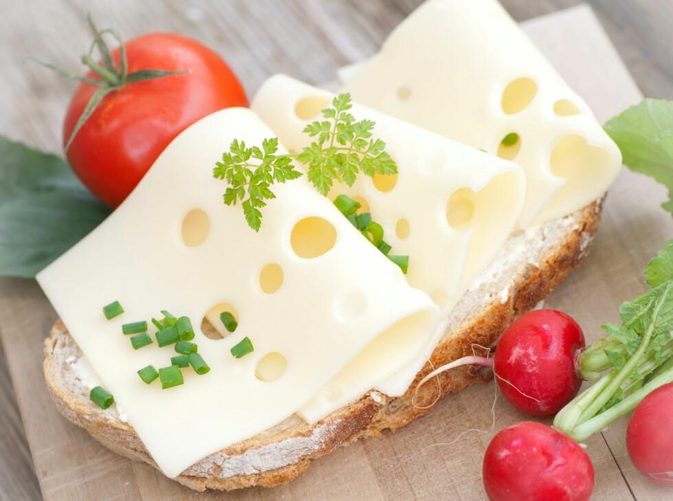 VARIASJON ER VIKTIG: Så ikke dropp gulosten, selv om du vet at magert kjøttpålegg inneholder mindre fett og kalorier.  Foto: Fotolia