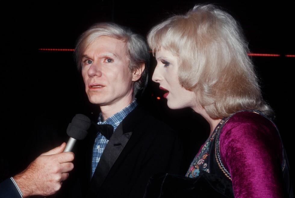 CANDY DARLING: Her avbildet med kunstneren som gjorde henne til en stjerne - Andy Warhol.  Foto: Getty Images/Getty Images/All Over Press