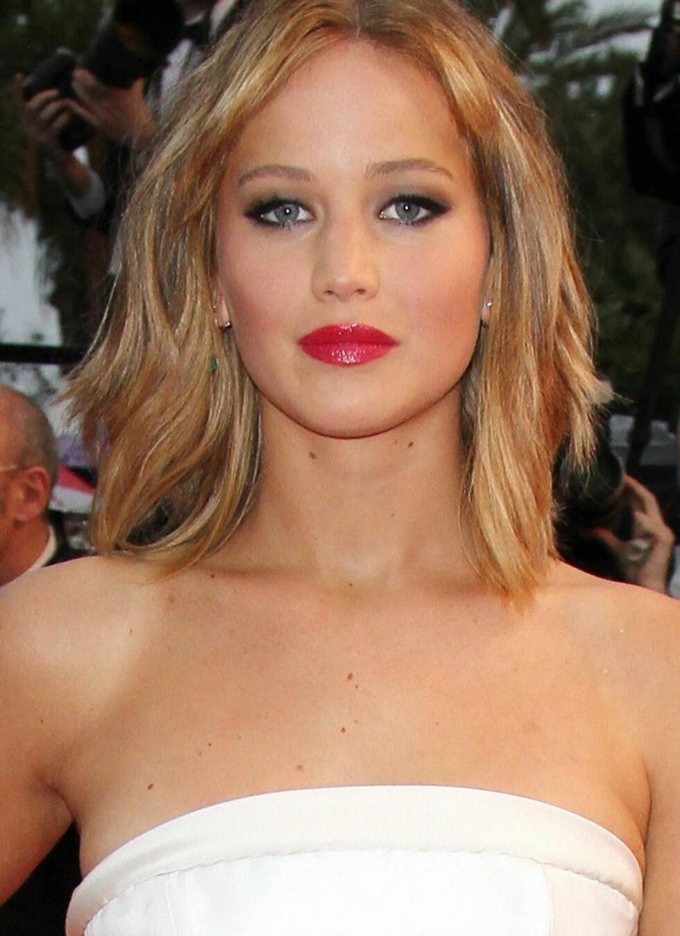 Med en lysere tone og striper i både lysere og mørkere toner, får Jennifer Lawrence en mykere look som er mye mer flatterende for hudtonen hennes.  Foto: REX/Tim Sparrow/All Over Press