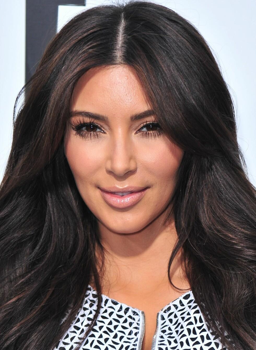 Helt mørkt hår kan fort virke litt éndimensjonalt, som på Kim Kardashian. Foto: Gregorio T. Binuya/Everett Collection                                                               /All Over Press