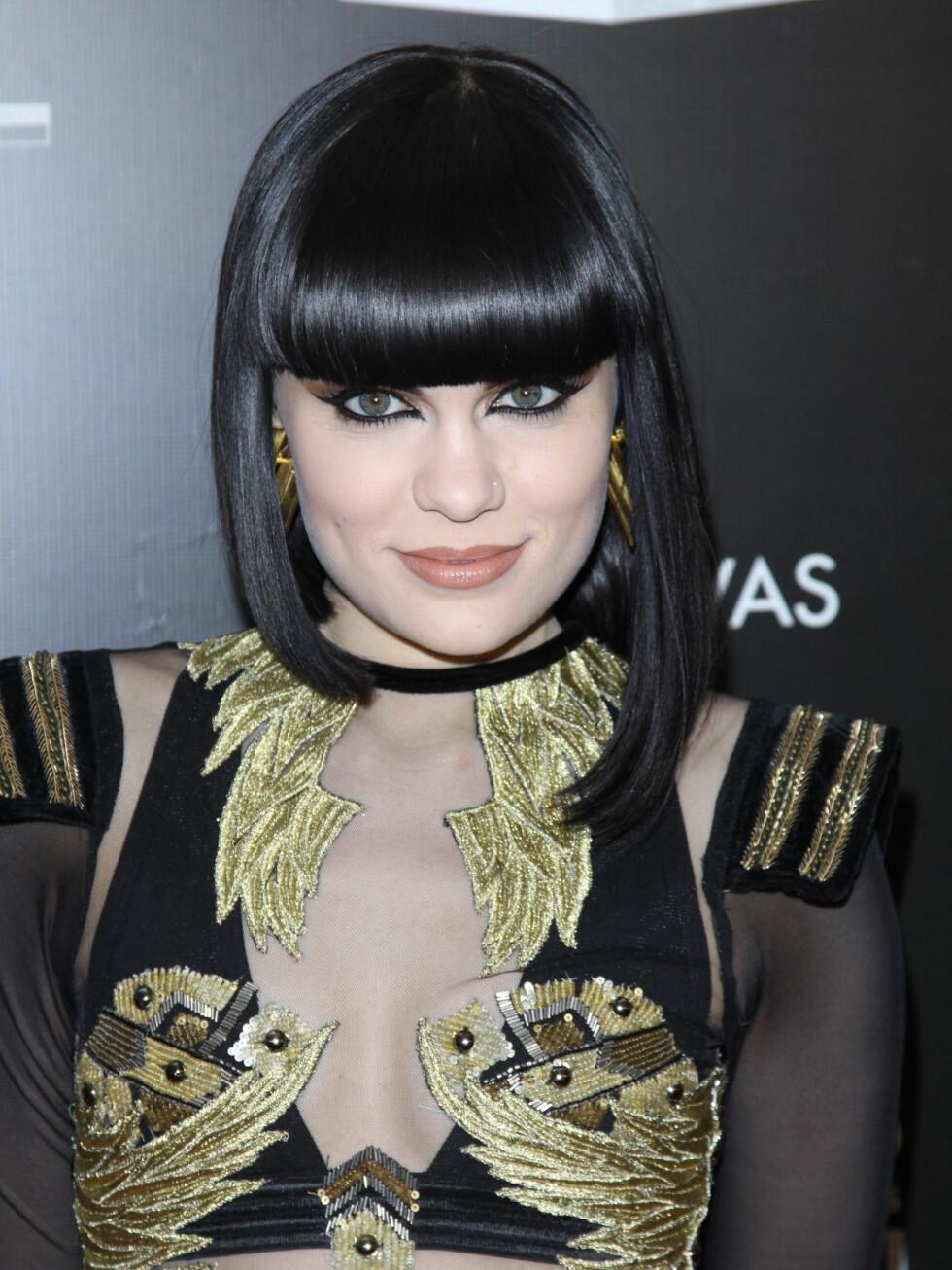 Jessie J har prøvd flere hårfarger enn de fleste av oss noensinne kommer til å gjøre. Likevel ble denne svarte, ultrablanke frisyren hennes signatur etterhvert.  Foto: REX/Henry Lamb/Photowire/BEI/All Over Press