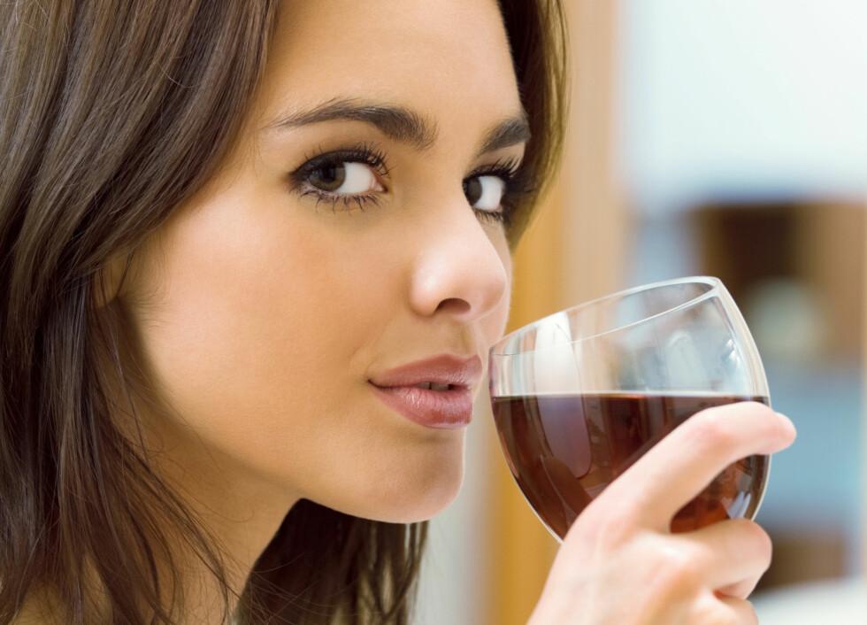 <strong>KVINNER OG ALKOHOL:</strong> Studier viser at kvinner har vanskeligere for å oppsøke hjelp ved alkoholmisbruk. Likevel er det langt mer dødelig blant kvinner.  Foto: vgstudio - Fotolia