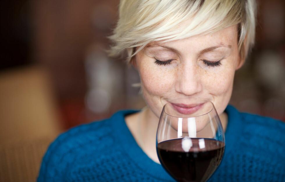 <strong>ALKOHOL:</strong> Hvordan er ditt forhold til alkohol? Studier viser at det er et økende problem blant kvinner, og spesielt hos kvinner under 30 år er forbruket stort. Se hvilke faresignaler du bær være obs på lenger ned i saken. Foto: Fotolia