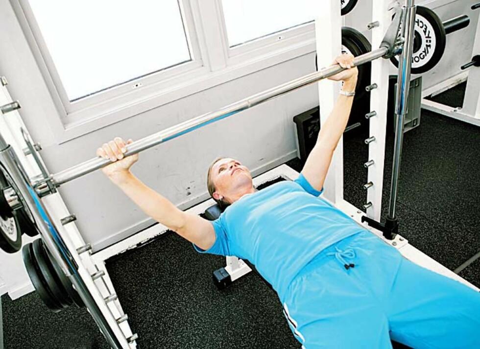 PASS PÅ: Styrketrening er veldig bra for både muskulatur, skjelett og fettforbrenning, men gjør du øvelsene feil med for mye belastning, kan det føre til alvorlige skader.