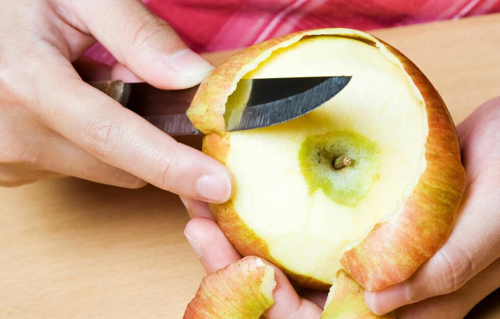 SKALL: Du bør ikke fjerne skallet på frukt og grønnsaker. De fleste næringsstoffene befinner seg nemlig i og rett under skallet.  Foto: arekmalang - Fotolia