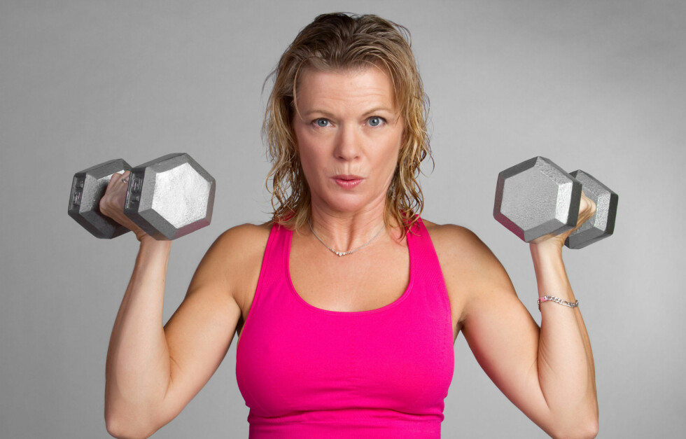 TREN STYRKE - LIVET UT: Styrketrening er veldig viktig for helsen din, og særlig for oss kvinner etter hvert som vi blir eldre og kommer i overgangsalderen.  Foto: Jason Stitt - Fotolia