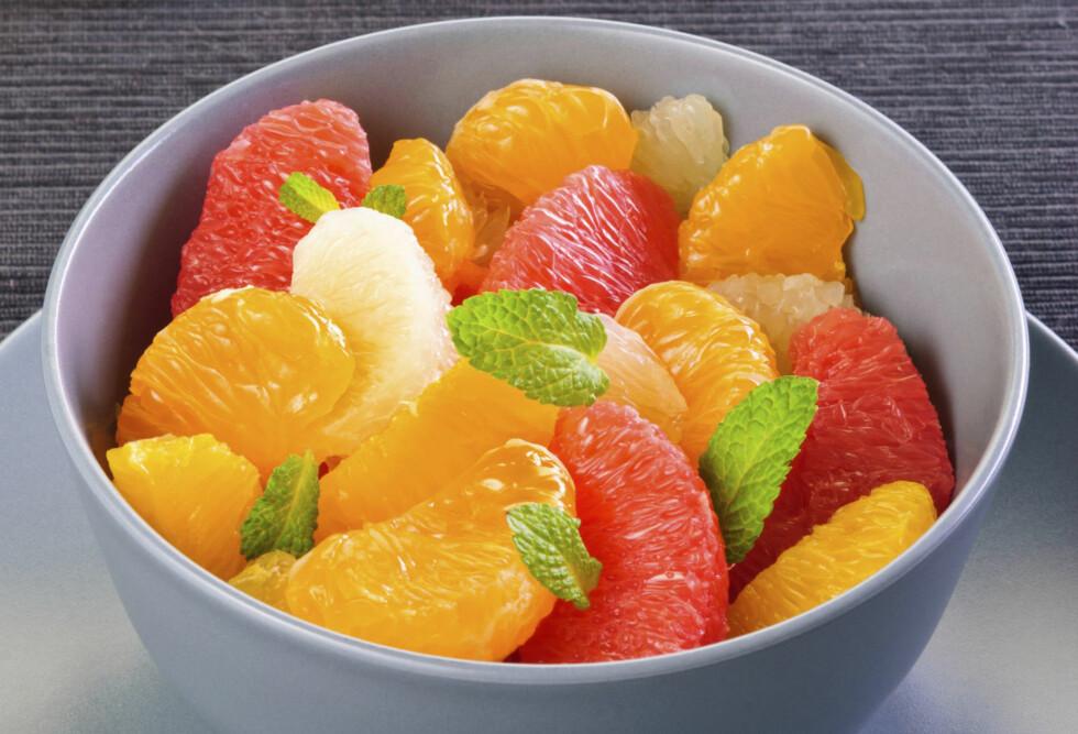 SPIS FRUKT: Det finnes en rekke smakfulle frukter, og de har alle en masse fordeler for kroppen og helsen din.  Foto: Getty Images/iStockphoto