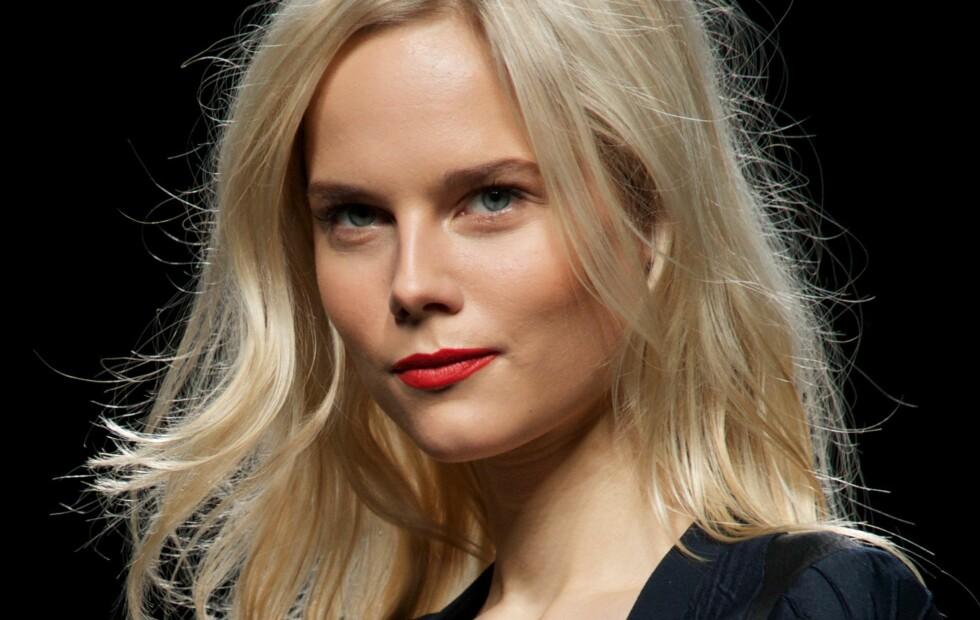 ENKELT: Om håret er litt flatt, kan en god spray med tørrsjampo gi det akkurat det løftet det trenger.  Foto: Getty Images/Getty Images/All Over Press