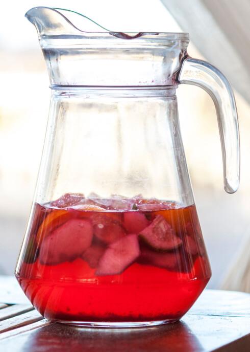 <strong>MY SUKKER:</strong> Selv om saft i hovedsak inneholder vann, er det en stor kilde til sukker.  Foto: Mara Zemgaliete - Fotolia