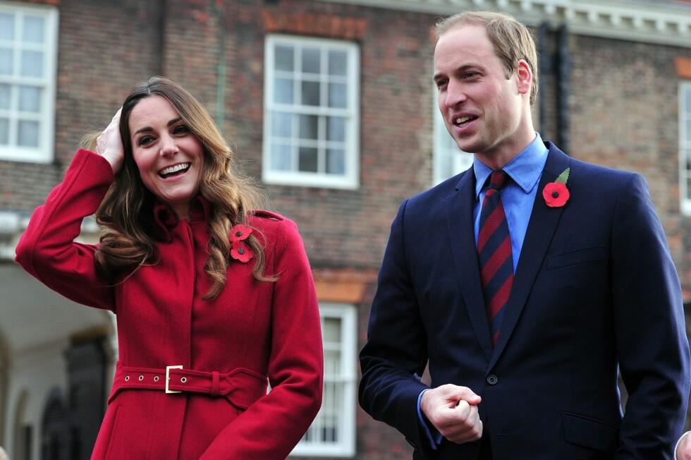 SMÅBARNSFORELDRE: Kate og William feiret Poppy Day.  Foto: REX/All Over Press