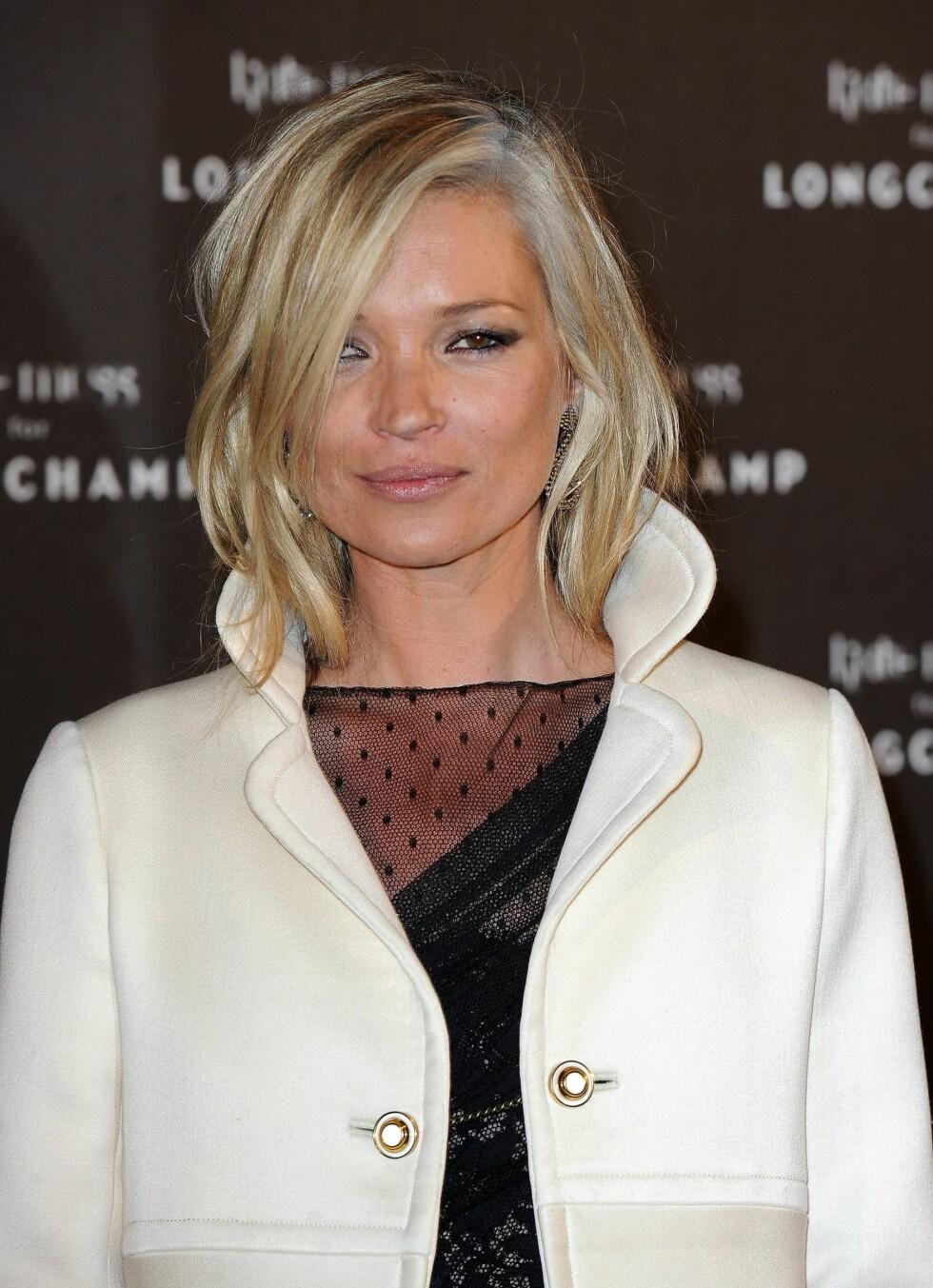 TRENDIKON: Kan grått hår, eller i alle fall grå striper bli en trend? Kate Moss har tidligere blitt en snakkis med sine grå striper. Foto: All Over Press
