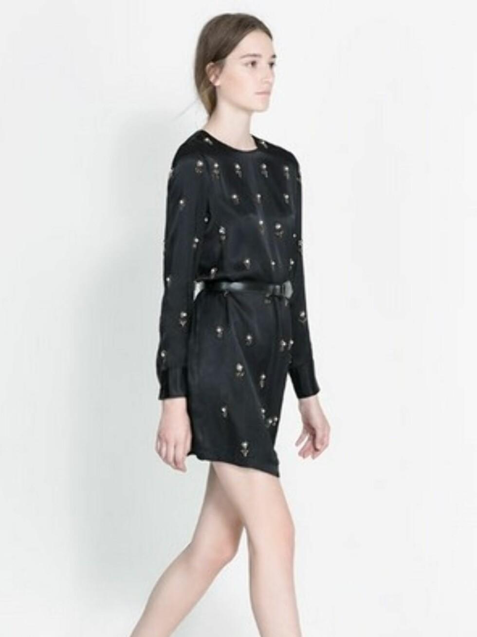 Superkul svart kjole med detaljer. 999 kroner, Zara.no.  Foto: Produsenten