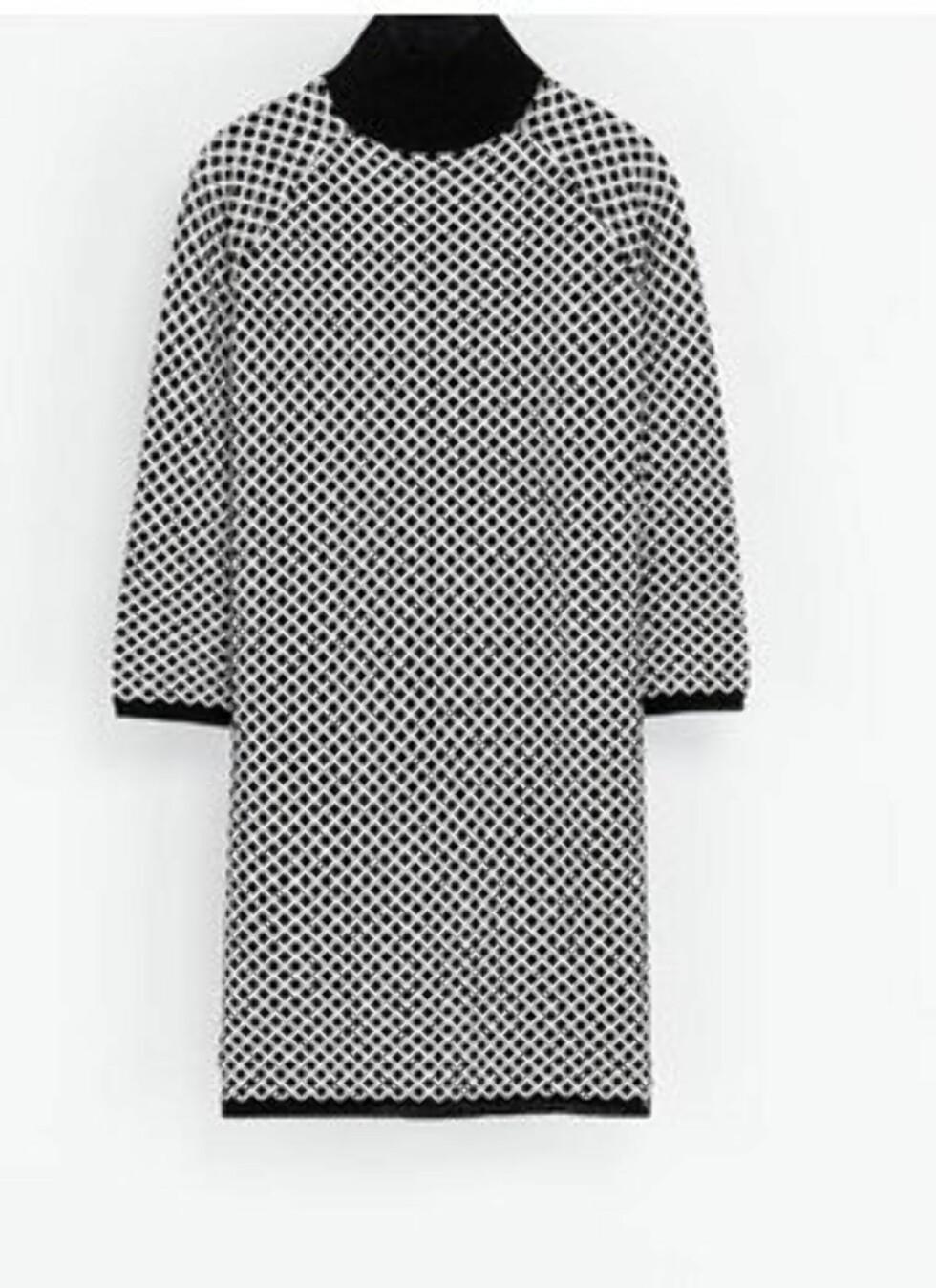 Stilig høyhalset kjole i strikk - 399 kroner, Zara.no.  Foto: Produsenten