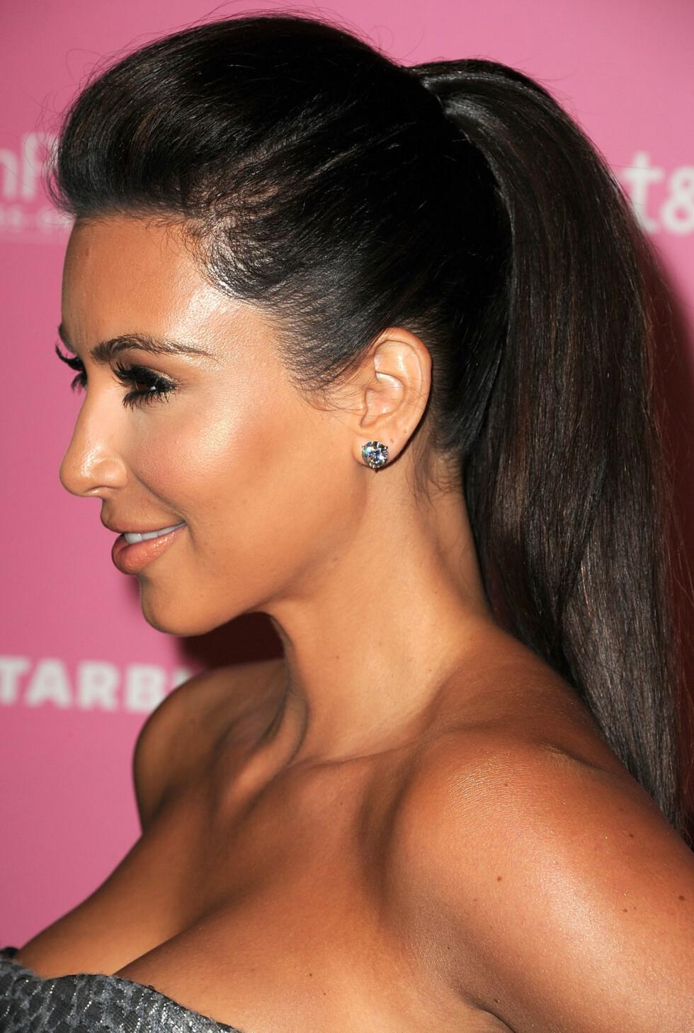 <strong>DRAMATISK:</strong> Kim Kardashian er stor fan av skyggelegging og highlighting og går veldig ofte for en skikkelig dramatisk variant.  Foto: All Over Press