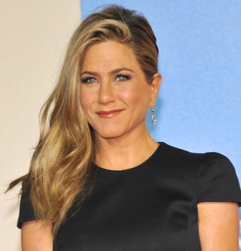 <strong>NATURLIG:</strong> En lett highlighter kan ta sminken din fra fin til superlekker på 1-2-3. Se bare på Jennifer Aniston og hennes glødende vakre kinn.  Foto: All Over Press
