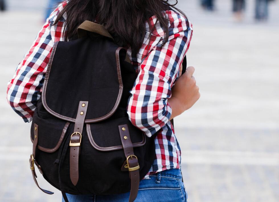 BRUK EN SEKK: Hvis du skal bære tungt, er det ofte lurte å bruke en sekk. Da får du vekten nærmere kroppen, i tillegg til at den blir mer jevnt fordelt.  Foto: Sandor Kacso - Fotolia
