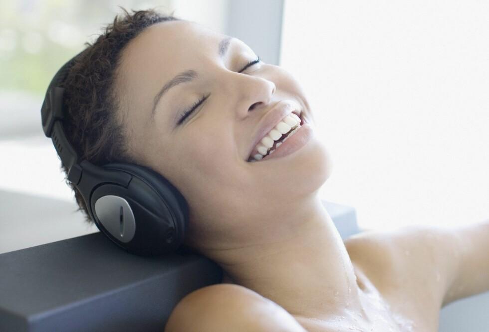 LYTT TIL MUSIKK: Tidligere studier har faktisk vist at det er som en orgasme for hjernen din.  Foto: All Over PressAll Over Press