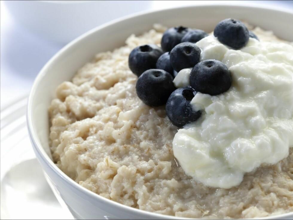 SPIS SAMMEN MED BLÅBÆR: De sunne næringsstoffene i blåbær og linfrø fungerer enda bedre sammen! Foto: Thinkstock.com