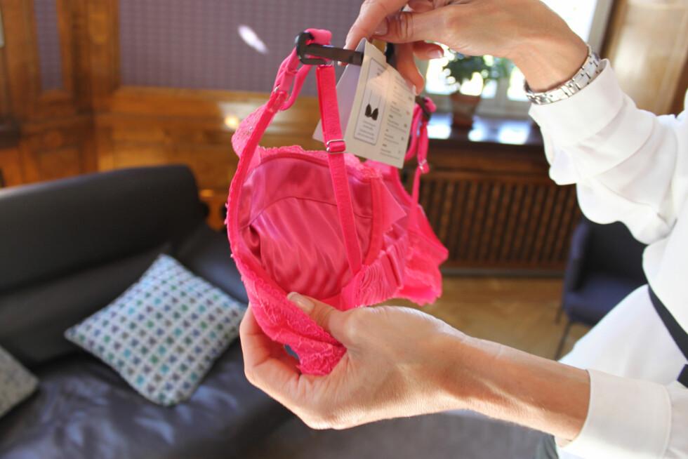 I ULIKE NYANSER AV RØDT: - Den ultimate fargen på undertøy, hvis du vil føle deg litt spesiell, sier Silvstedt. Foto: Cecilie Leganger