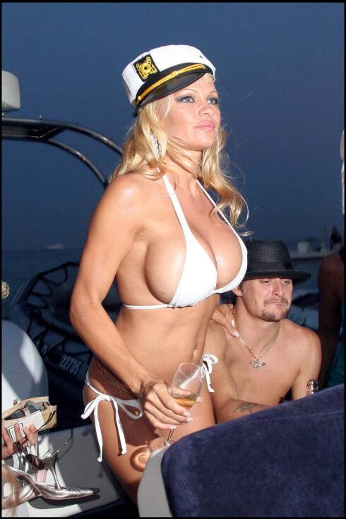 <strong>SILIKON:</strong> Pamelas svært opererte pupper er kun populært blant enkelte jenter. Foto: All Over Press