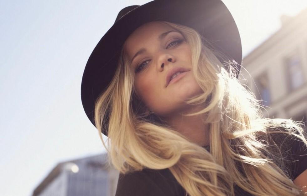 UTE MED NY SINGEL: Sandra Lyng Haugen er tilbake i rampelyset med sin nye singel «PRTeY». Foto: Janne Rugland