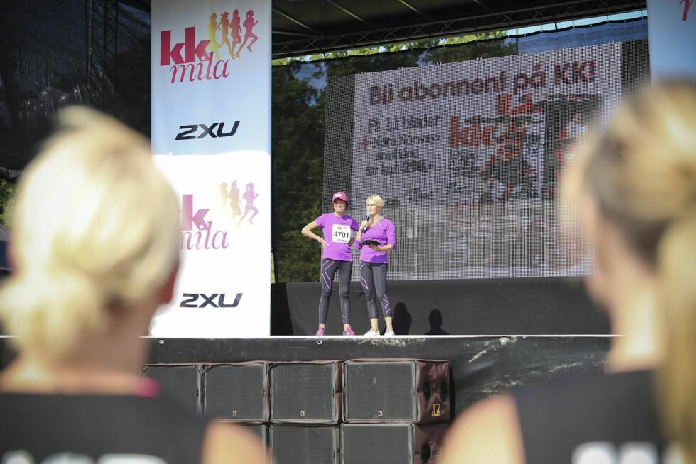 PÅ SCENEN: Her er Sigrid Bonde Tusvik og Gjyri Helen Werp på scenen under oppvarmingen! Foto: Vilde Borse