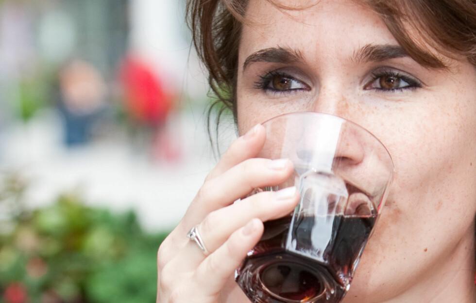KALORIER FRA BRUS: Drikker du en boks med brus daglig kan du legge på deg opptil to og en halv kilo i året.  Foto: Simone van den Berg - Fotolia
