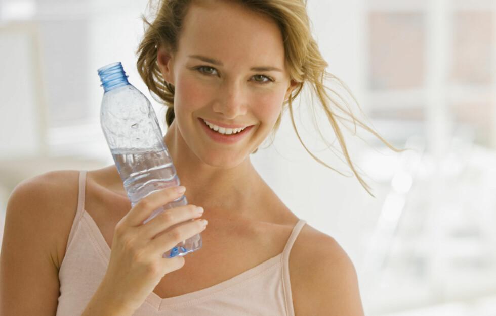 PÅ TOPP: Å holde kroppen hydrert er det enkleste og beste helsetiltaket du kan gjøre. Foto: Getty Images/Pixland