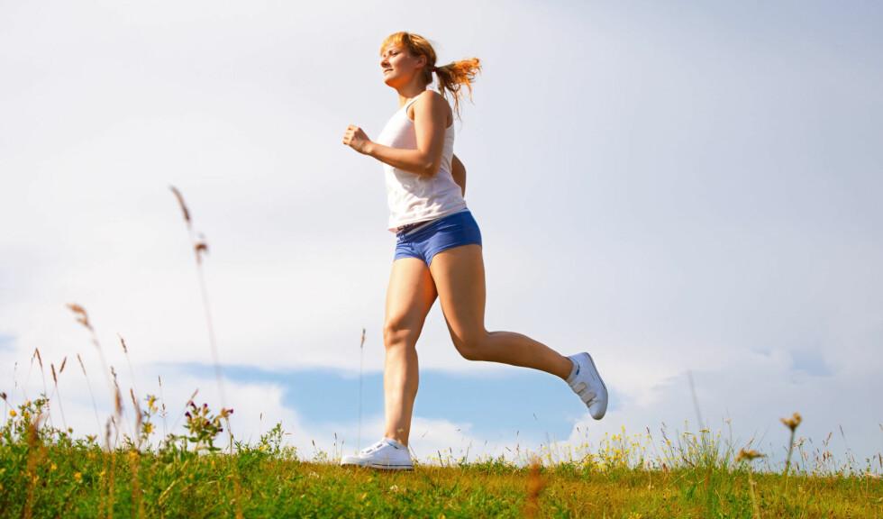 ALLER BEST: Om du kan, så ta løpeturen utendørs - det gjør godt for både kropp og sjel! Foto: Colourbox
