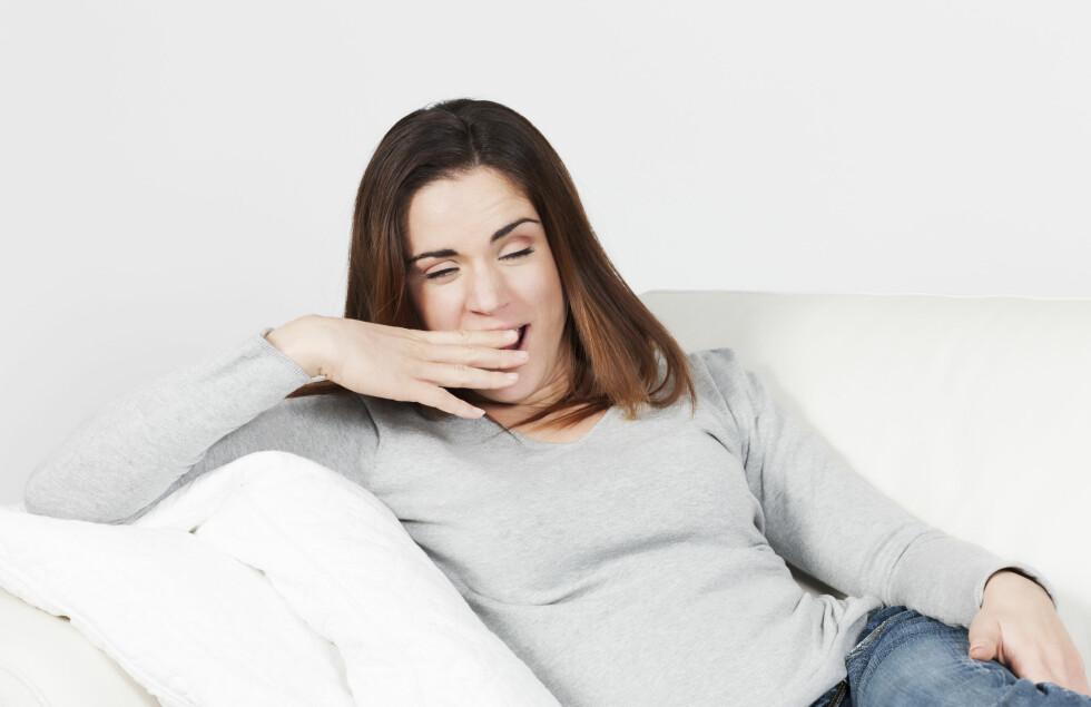 TRØTT: Når du begynner å bli trøtt bør du legge deg. Dersom du når punktet hvor du går fra å være trøtt til å være våken kan dette påvirke søvnen din negativt.  Foto: Fotolia