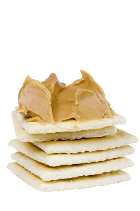 <strong>TO SPISESKJEER:</strong> Én porsjon peanøttsmør er cirka to spiseskjeer, eller den mengden som dekker en brødskive. Foto: Colourbox.com