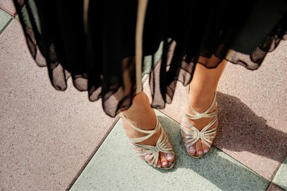 BEDRE VALG?: Åpne sandaler av skinn er kanskje det beste når det er varmt, i alle fall om du vil unngå at skoene dine stinker.  Foto: Getty Images/iStockphoto
