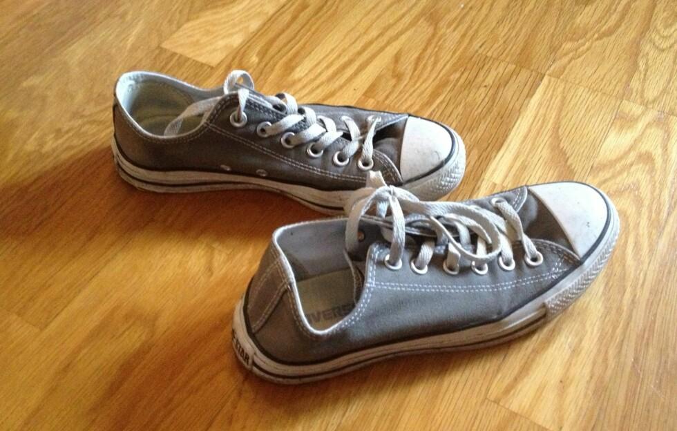 """TÅFIS?: Det er ganske vanlig å svette litt mer på beina om sommeren, og da er det fort gjort at skoene blir litt """"stinky"""".  Foto: Aina Kristiansen"""