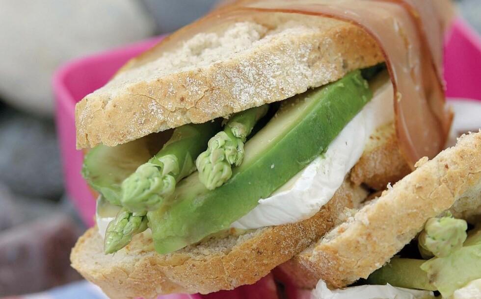 <strong>BON APPETITT:</strong> Surdeigsbrød er sunnere enn vanlig brød, men du bør fortsatt ikke overdrive brødinntaket. Foto: Colourbox.com