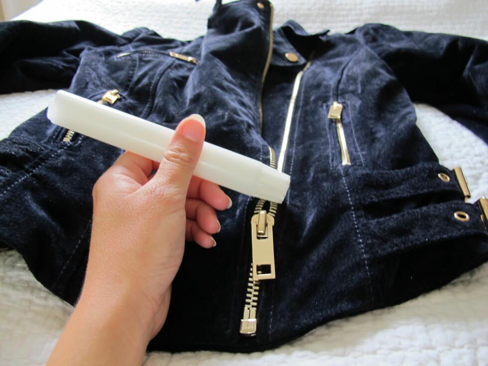 GNI OG GLI: Et lett strøk med stearin over glidelåsetennene, og den burde bli letere å ha med å gjøre. Foto: Stine Okkelmo