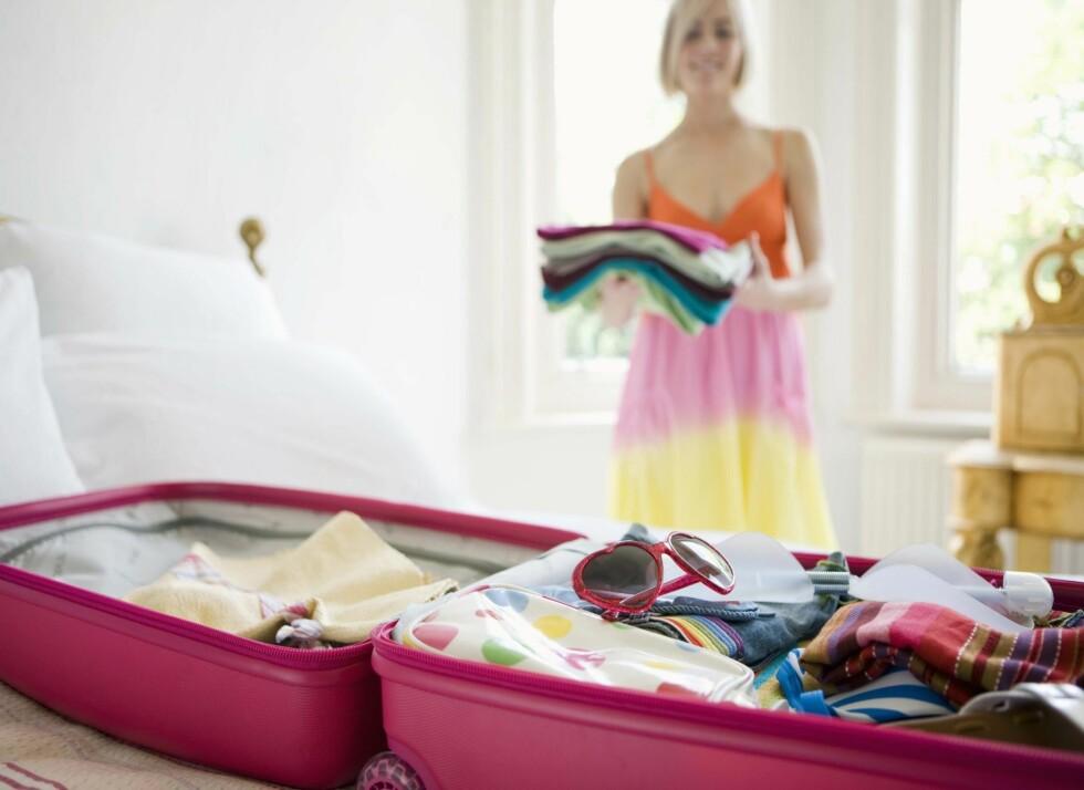 HOLD ORDEN: Prøv å ta så lite plass som mulig når du overnatter hos andre. Foto: Getty Images/Polka Dot RF
