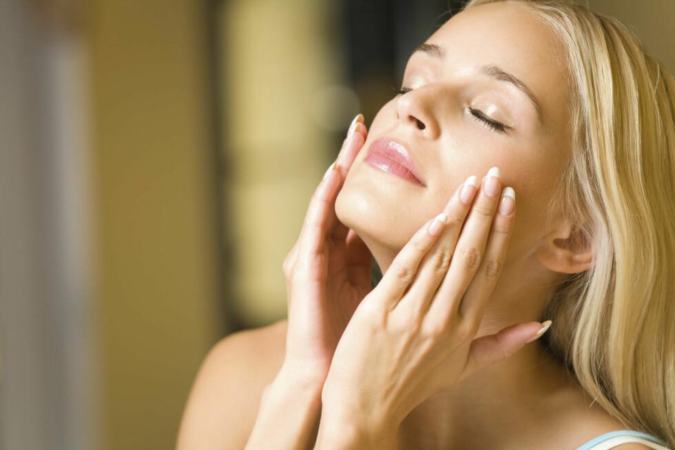 <strong>VELG EN NATTKREM:</strong> Nattkremenr har ikke solfaktor og inneholder ingredienser som pleier og reparerer huden etter en lang dag.  Foto: Thinkstock.com