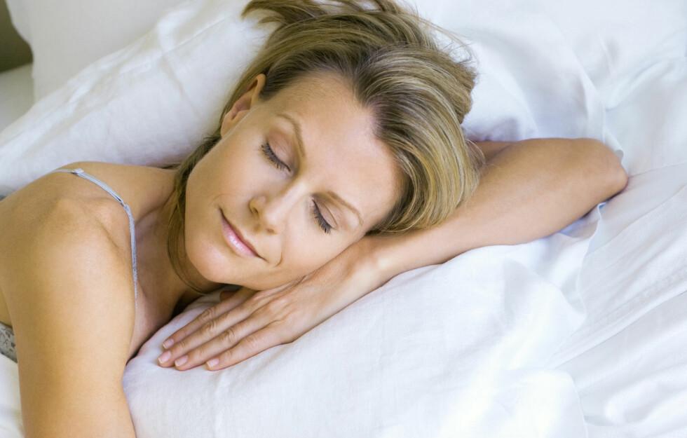 RENT NOK: Hvor ofte du skifter sengetøy har mye å si for både helsa og trivselen. Nå når det er varmt ute og du svetter mer, bør du faktisk skifte på senga oftere enn ellers i året, råder eksperten.  Foto: Colourbox.com
