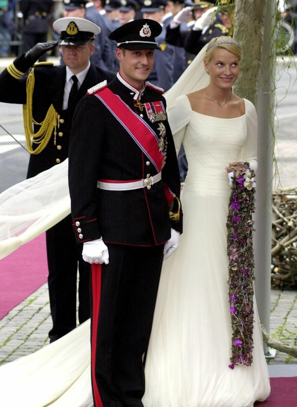 Brudekjolen er et glitrende eksempel på Mette-Marits enkle, men elegante og klassiske stil. Mange mener nok at brudekjolen hennes er tidenes vakreste.  Foto: All Over Press