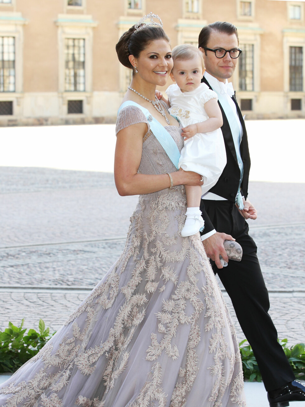 Kronprinsesse Victoria, prinsesse Estelle og prins Daniel.  Foto: All Over Press