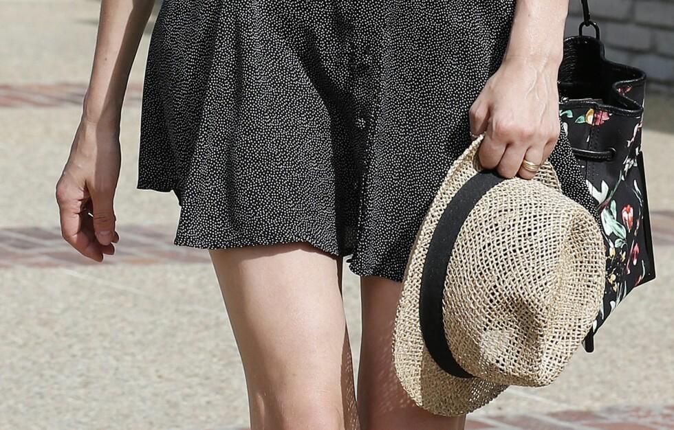 STRÅHATTEN - AV OG PÅ SOM DU VIL: Sommerens kuleste hatt er luftig og nostalgisk - og kler gjerne en levebredd og en gitar. Skuespiller Diane Kruger bærer den både i hånden og på hodet.  Foto: All Over Press