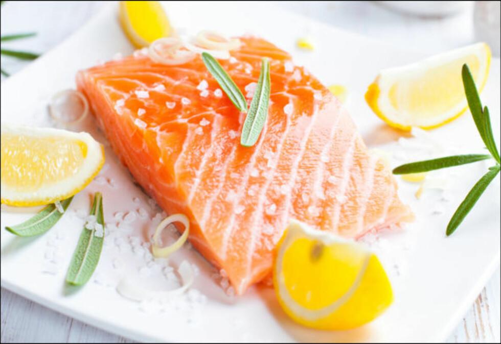 SPIS MER FISK: Fet fisk som laks og ørret er gode kilder til vitamin D, i tillegg til tran, ost, lever og egg.  Foto: Getty Images/iStockphoto