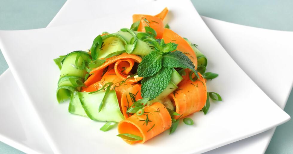 LEKKERT OG RÅTT: Brede squashstrimler kan utgjøre en lekker forrett, eller brukes i stedet for lasagneplater. Foto: Colourbox