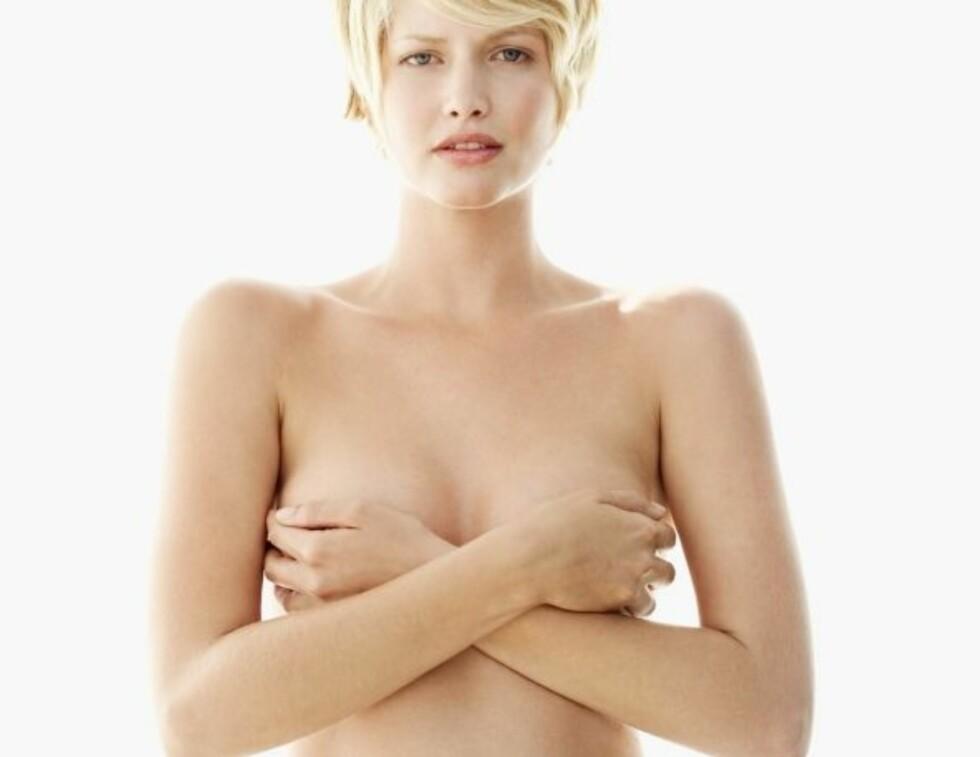 ANBEFALER Å FJERNE BRYSTENE: Dersom det viser seg at man er bærer av brystkreft-gen, anbefaler ekspertene deg å vurdere å fjerne brystene.  Foto: Thinkstock
